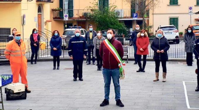 Bandiere a mezz'asta e minuto di silenzio per ricordare le vittime del coronavirus