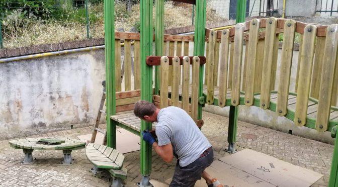 Via ai lavori di manutenzione a giochi e arredi dei giardini: 40 mila euro d'investimento