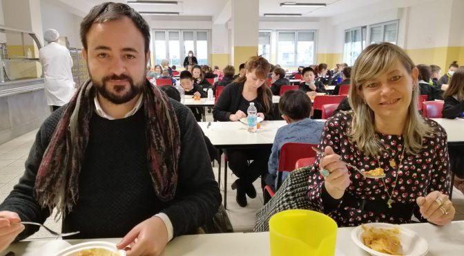 Nuova mensa: sindaco e assessore a pranzo alla scuola Q. Martini