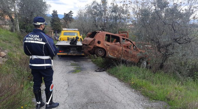 RImozione di circa 25 auto bruciate e abbandonate